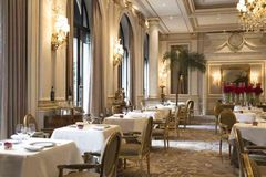 Restaurant Le Cinq impressions and views